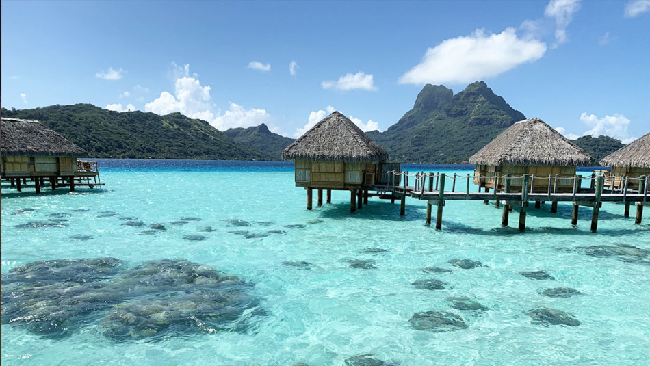 How to Honeymoon on a Modest Budget in French Polynesia / Bora Bora